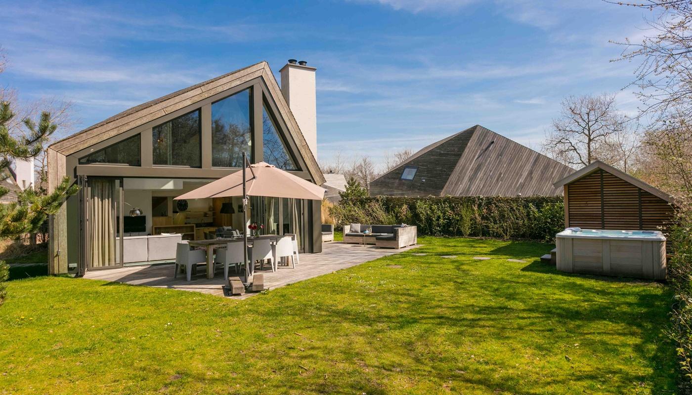 duynzoom 1 luxus villa mit aufzug und sauna. Black Bedroom Furniture Sets. Home Design Ideas