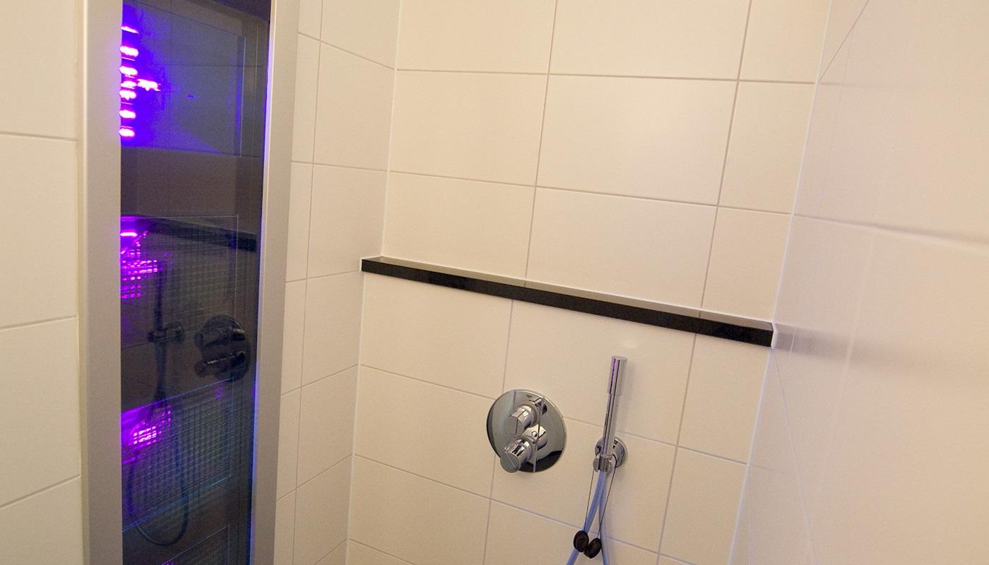 Hof van salland luxus villa mit welness for Luxus shower doors